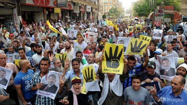 Протестувальники, що підтримують Мурсі