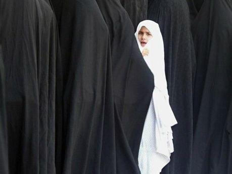 Жінки у хіджабах