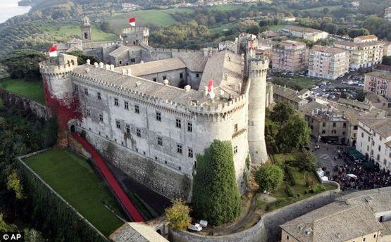 Замок Орсіні-Одескалчі теж виставлено на продаж