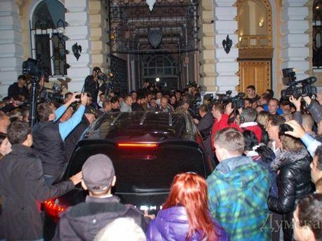 Под стенами облуправления милиции в Одессе