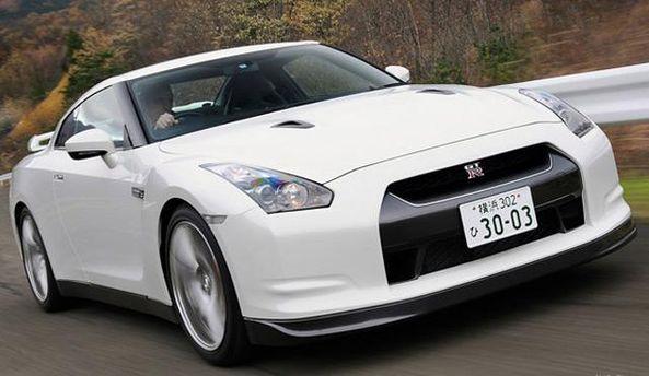 Белое авто