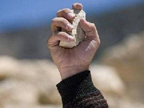 Подозреваемого забили камнями