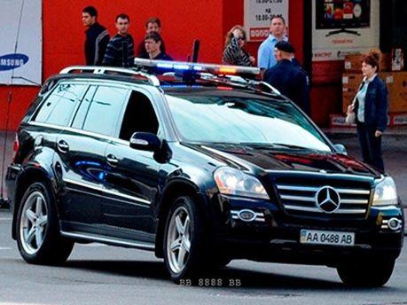 Mercedes из кортежа Януковича