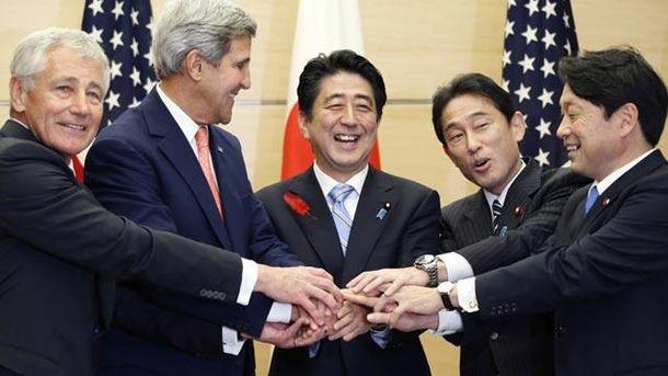 Держсекретар США Джон Керрі та японський прем'єр Сіндзо Абе