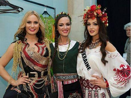 Ольга Стороженко з іншими учасницями конкурсу