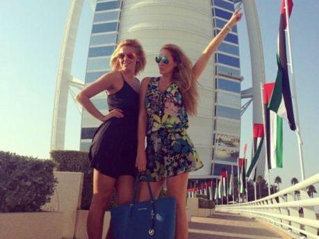 Яна с сестрой отдыхают в Эмиратах
