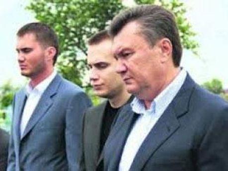 Виктор Янукович с сыновьями