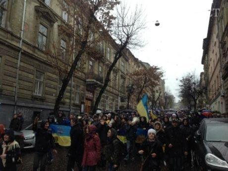 Львів, колона студентів