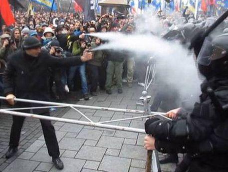 Схватка между митингующими и милицией