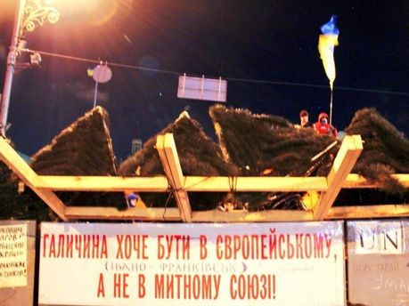 Баррикады вокруг Майдана Независимости