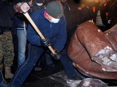 Знесли пам'ятник Леніну