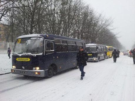 Автобусы с внутренними войсками