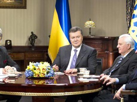 Янукович на зустрічі з попередниками