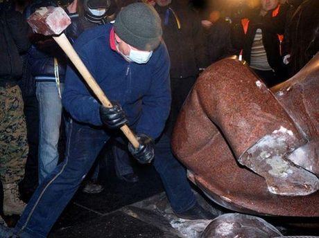 Снесен памятник Ленину