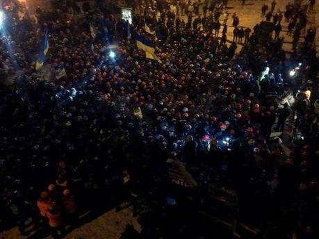 Люди сходяться на Майдан