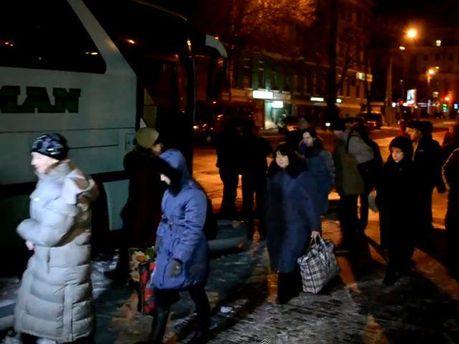 Автобуси їдуть на мітинг