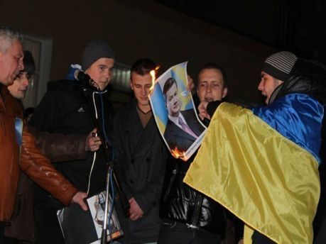Спалення портрета Януковича