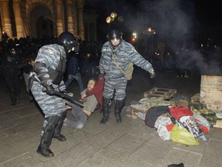 Жестоко разогнали Евромайдан