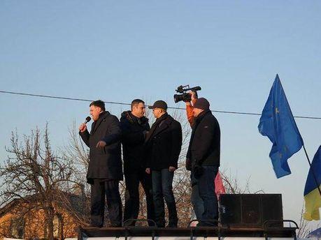 Лідери опозиції біля Межигір'я