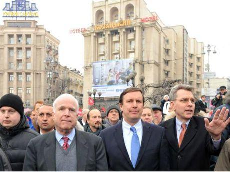 Кріс Мерфі та Джон Маккейн в Україні