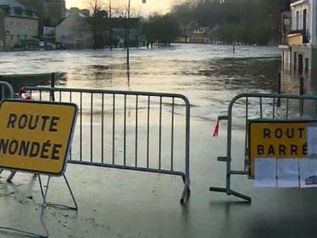 Во многих районах есть угроза наводнения