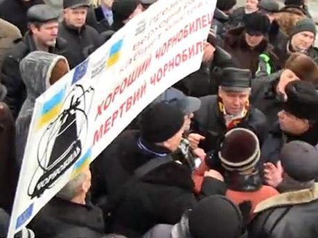 Схватка солдат ВВ и чернобыльцев