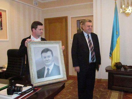 Вишитий портрет Януковича