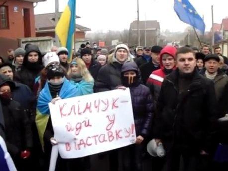 Біля оселі голови ОДА Бориса Клімчука