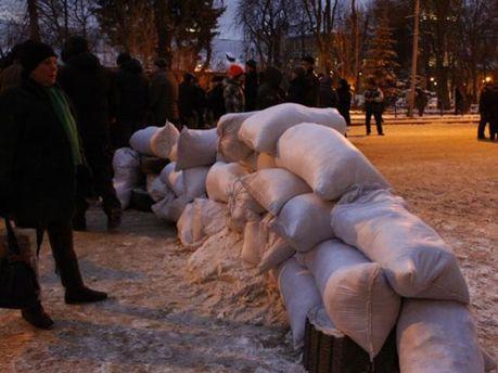Баррикады под Львовской ОГА