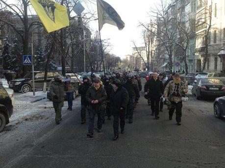 Колонна с Майдана двинулась к Аскольдовой могиле