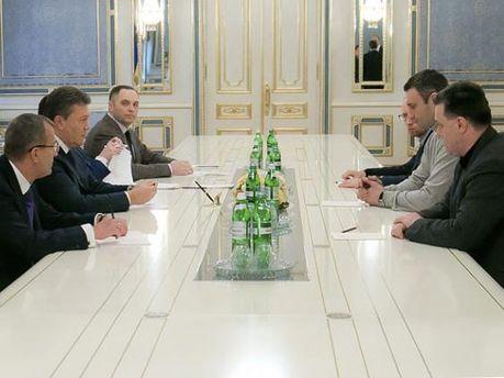 Пререговоры лидеров оппозиции с президентом