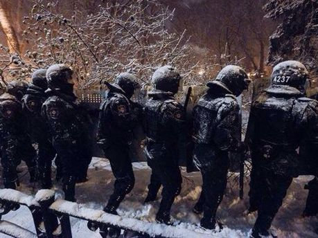 Бойцы внутренних войск на ул. Грушевского