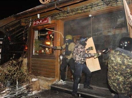 Неизвестные разгромили рестораны