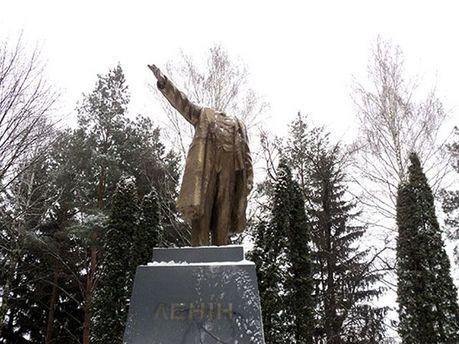 Пошкоджений пам'ятник Леніну