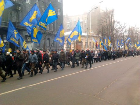 Колонна активистов дорогой в ГПУ