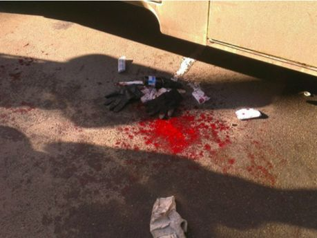 Кров протестувальників біля автозаку