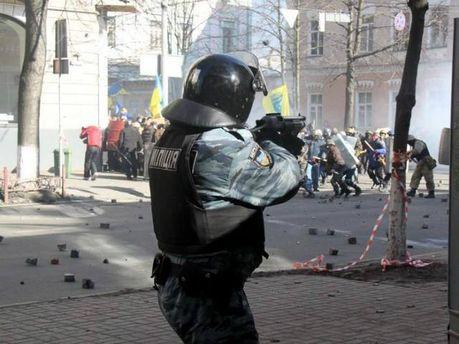 Міліція стріляє в активістів