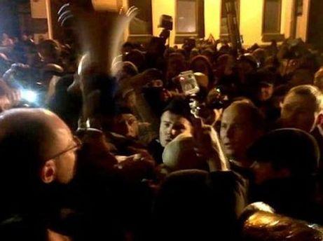 Шуфрич у натовпі мітингувальників