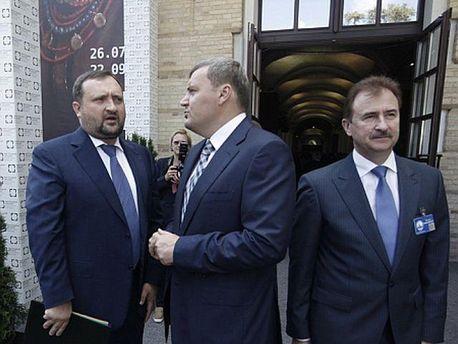 Андрей Кравец (по центру)