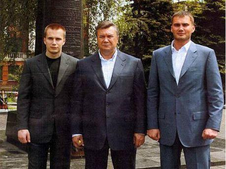 Виктор Янукович со сыновьями