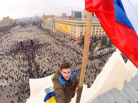 Російський прапор у Харкові