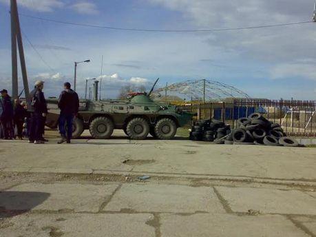 Облога військової частини у Феодосії триває