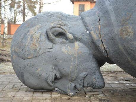Свергнутый памятник Ленину