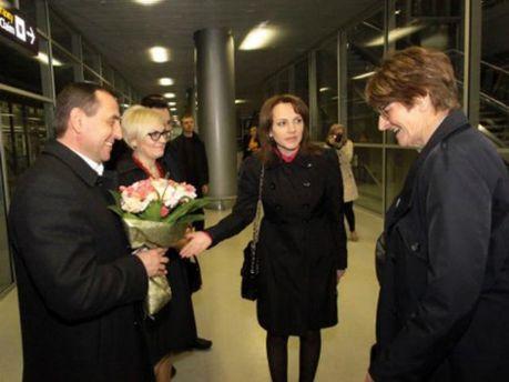 Президент ПАРЄ Анна Брассер в аеропорту