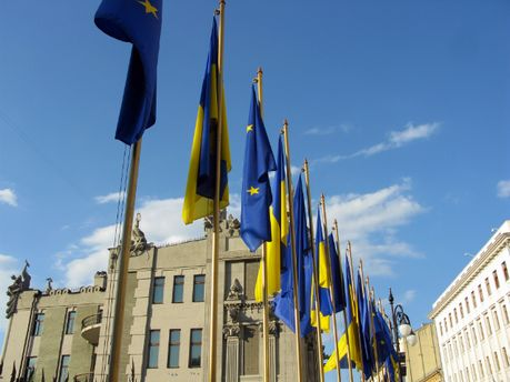 Флаг Украины и ЕС