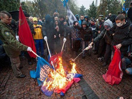 Спалені прапори ПР і КПУ