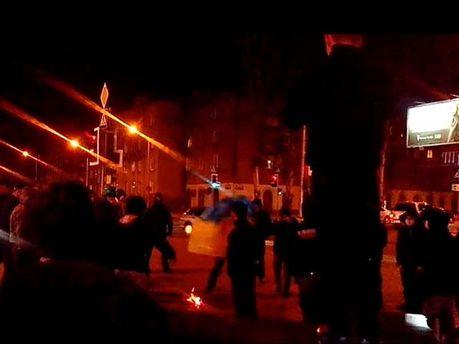 Спалення російського прапора в Донецьку