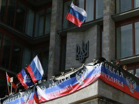 У Донецьку сепаратисти блокують автобуси біля обласного військкомату