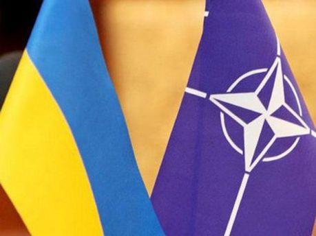 Флаг Украины и НАТО