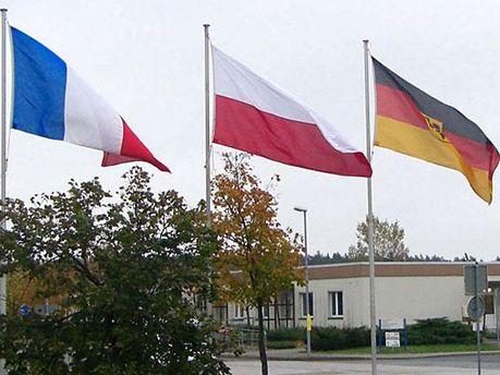 Флаги Франции, Германии и Польши